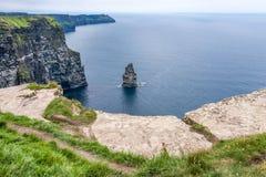Klippen von Moher, Felsen-Insel, Grafschaft Claire, Irland stockbild