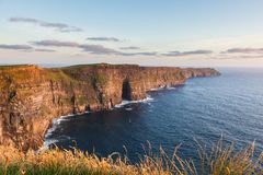 Klippen von Moher Irland lizenzfreies stockbild