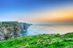 Klippen von Moher am Sonnenuntergang Lizenzfreies Stockfoto
