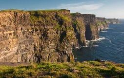 Klippen von moher, sunet, westlich von Irland stockfotos