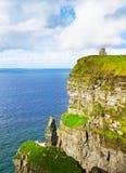 Klippen von ` Moher und O Brien-` s ragen, Westküste von Irland, Grafschaft Clare bei wildem Atlantik hoch Lizenzfreie Stockfotografie