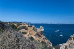 Klippenküstenlinie in Lagos, Algarve, Portugal Lizenzfreie Stockbilder