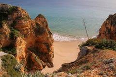 Klippenküstenlinie in Lagos, Algarve, Portugal Stockbild