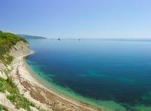 Klippenküstenlinie tsemes Bucht im Schwarzen Meer Stockbilder