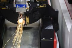 Klippet för bitande maskin för laser det rostfria röret Arkivbild