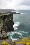 Klippor av Dún Aonghasa Royaltyfria Bilder
