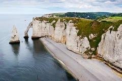 Klippor av Etretat, Normandy Royaltyfri Fotografi