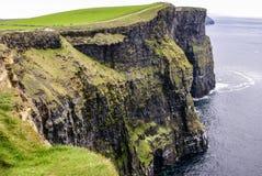 Klippor av Moher i ståndsmässiga Clare, Irland Arkivbild