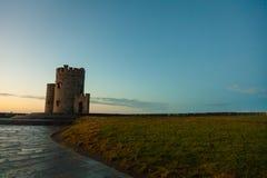 Klippor av Moher - nolla-Briens torn i Co Clare Ireland Arkivbild