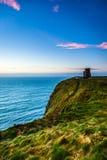 Klippor av Moher - nolla-Briens torn i Co Clare Ireland Royaltyfria Bilder