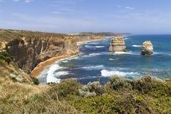 Klippor hav och att vagga bildande royaltyfria foton