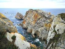 Klippor i Asturias Arkivbilder