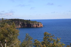 Klippor längs Lake Superior Royaltyfria Foton