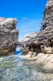 Klippor nära Azure Window på den Gozo ön, Malta Royaltyfria Foton