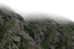 klippor nordliga norway Arkivbild
