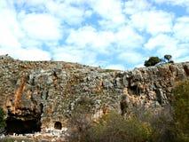 Klippor och grottor - Caesarea Philippi Royaltyfria Bilder