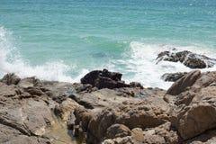 Klippor och hav Fotografering för Bildbyråer