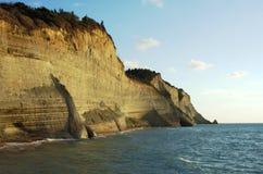 Klippor på ön av Corfu Arkivbilder