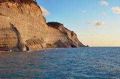 Klippor på ön av Corfu Arkivfoton