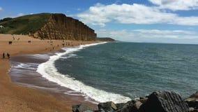 Klippor på den västra fjärden - Jurassic kust - Dorset - England arkivfilmer