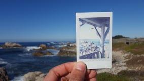 Klippor på en polaroid Arkivbild