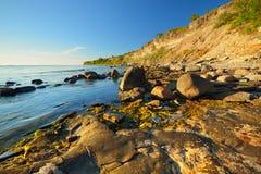 Klippor på kusten i Paldiski Royaltyfri Bild