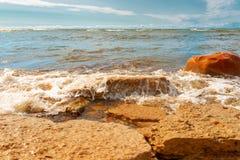 Klippor på kusten i Paldiski, Estland Royaltyfri Fotografi