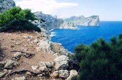 Klippor på locket Formentor i Majorca, Spanien, Europa, en populär feriedestination Royaltyfri Fotografi