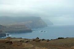 Klippor på Ponta de Sao Lourenco Arkivbild
