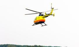 Klipskt flyg för propeller för helikoptershowflygplan Arkivfoto