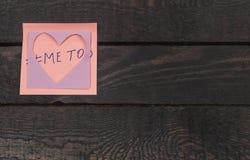 Klistermärke med text: mig för Symbol av ny rörelse mot sextrakasseri mot kvinnor Royaltyfri Foto