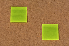 klistermärkear Guling-gräsplan för tomt papper på den gamla fintrådiga pappen Royaltyfri Fotografi