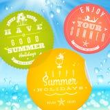 Klistermärkear med emblem för sommarsemester och lopp stock illustrationer