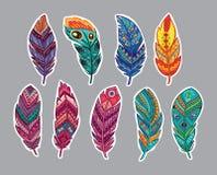 Klistermärkeuppsättning av fjädrar i etnisk stil royaltyfri illustrationer