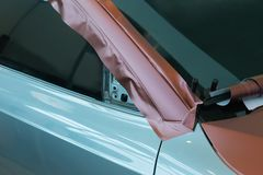 Klistra av kol- plast- för bil royaltyfri foto