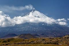 Kliuchevskoi火山(克柳切夫火山)在堪察加- highes 库存照片