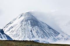 Kliuchevskoi vulkan - aktiv vulkan på Kamchatka Royaltyfria Foton