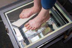 Kliva den Digital fotbildläsningen, den Orthotics fotbildläsningen för specialtillverkade skoinnersulor, ställing och jämviktanal arkivbilder