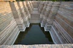 Kliva väl, den Mahadeva templet, Itgi, den Karnataka staten, Indien Royaltyfri Fotografi