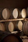 källarecognacen flankerar oaken där wine Arkivfoto