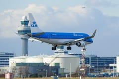 KLM巴西航空工业公司175斯希普霍尔 库存图片