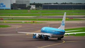 KLM波音737拖曳 影视素材