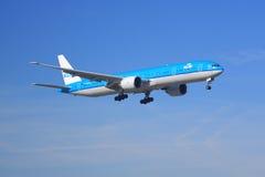 KLM波音777-300 免版税库存图片