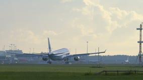 KLM航空公司空中客车A330登陆在斯希普霍尔的 股票录像