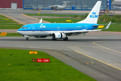 KLM荷兰皇家航空公司波音737-7K2航空器在普尔科沃国际机场在圣彼德堡,俄罗斯 库存照片