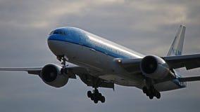 KLM Ásia Boeing 777-200ER em Toronto Pearson fotos de stock