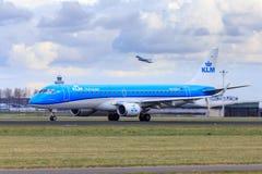 KLM巴西航空工业公司190新的号衣 库存图片