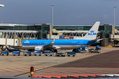 KLM acepilla en la puerta Fotografía de archivo