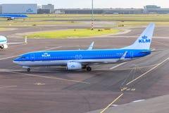 KLM acepilla en Schiphol Foto de archivo