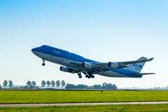 KLM Air France Boeing 747 som tar av på den Amsterdam Schiphol flygplatsen Arkivbilder